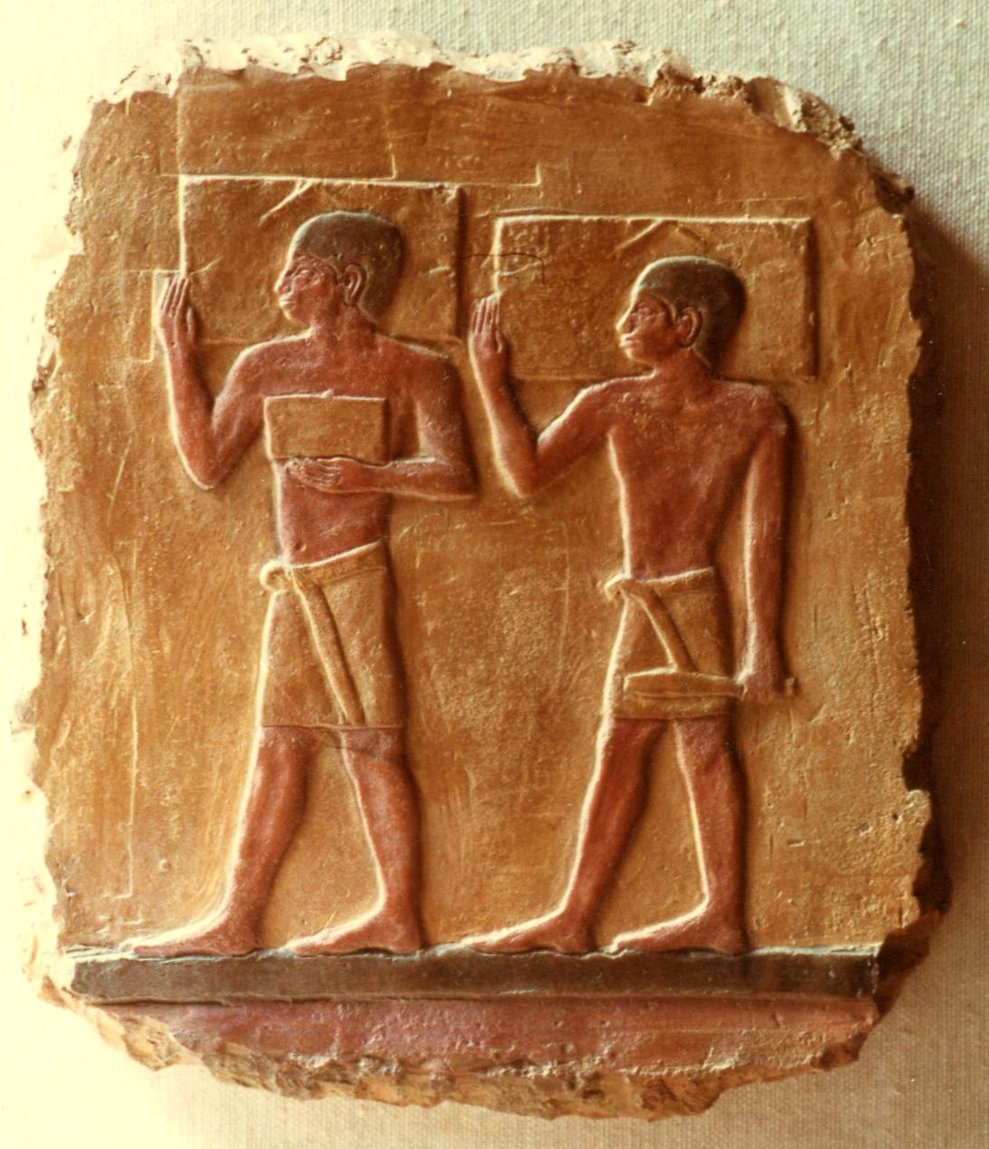 frammento di arte Egizia . copia eseguita in argilla trattata come antico reperto archeologico egizio